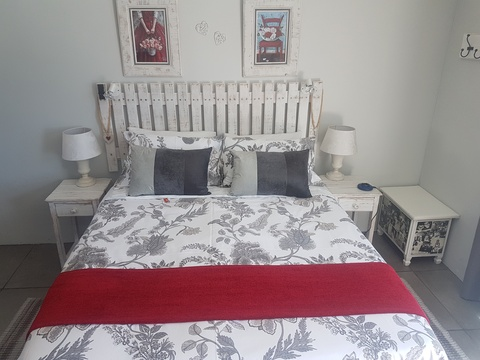 Queen bed in Dolphin room